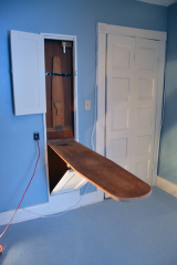 <h5>built-in ironing board</h5><p></p>